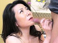 陥没乳首の五十路熟女が温泉旅行で息子に突かれアヘ顔絶叫!大石忍・本間夏子