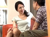 妖艶なガリガリ熟女が友人の息子を誘惑して中出しエッチ!江口浩美