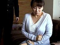 マザコン息子との禁断セックスに溺れた黒乳首の熟女母!吉井美希