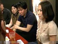 【ちょいエロ】五十路AV女優の座談会!お酒が入って手マンであっさりオーガズム