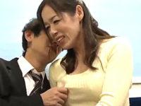関西弁の五十路熟女が若いサラリーマンを逆痴漢!淫語連発で大量潮吹きする変態ババア!牧園百合子
