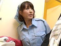 若いチンポに興味を持ったトイレ掃除のおばさんがフェラ抜き!小田しおり