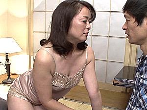 マン筋にシミを作るドスケベ熟女が息子と連続中出しエッチ!栗野葉子