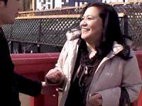 爆乳の還暦母が上京した息子を夜這いして中出し近親相姦エッチ!愛田正子
