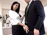 ドスケベなキャリア熟女OLが性欲処理と出世のために社長を誘惑して中出しエッチ!大嶋しのぶ