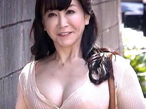 離婚をきっかけに初撮りでエロスを解放するパイパンのバツイチ熟女!露咲雫