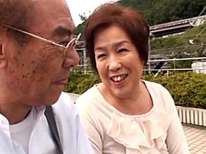 七十路夫婦が温泉旅行で久しぶりに笑顔で熟年交尾!石川三ツ江
