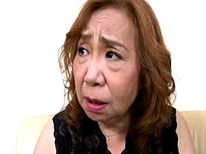 茶髪七十路熟女の祖母が童貞の孫に高速ピストンされ中出しオーガズム!吉野ひとみ