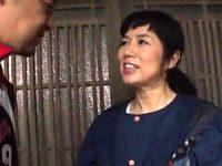 田舎で一人暮らしの五十路美熟女が久々セックスに中出し絶叫!波純子