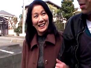 「今日いっぱいして〜」若いセフレを自宅に連れ込みリードするドスケベ五十路熟女!岩崎千鶴