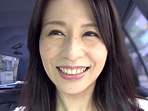 マン毛ボーボー美魔女がヒッチハイク逆ナンパでやりまくり!井上綾子