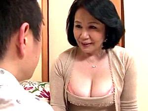ピンク乳首で巨乳の還暦母が息子と中出し近親相姦エッチ!宮前奈美