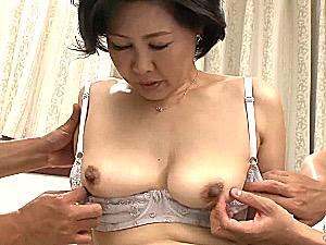 黒乳首の五十路熟女が初撮りで初めての3P中出しエッチ!安西淳美