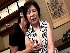 ピンク乳首の七十路祖母が孫の高速ピストンで中出しエッチ!坂本淑子