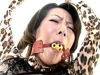 エロケバい五十路母は思春期の息子に絶対服従する性処理ペット!大石忍