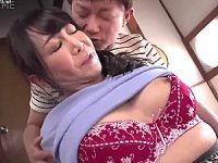 思春期の息子に堕とされたFカップ巨乳のパイパン豊満母!如月千鶴