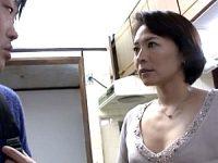 「母さんがセックスの仕方教えてあげる〜」童貞息子を性教育する美人母!矢部寿恵