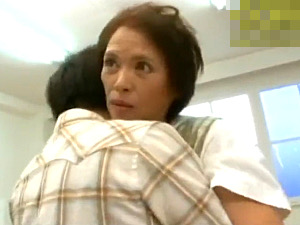 還暦の家政婦が若い男性客に迫られ中出しエッチ!大沢法子