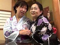 還暦夫婦2組が温泉旅館で夜這いスワッピング乱交!豊満なパイパン還暦熟女に中出し!生田正子・長尾さくら