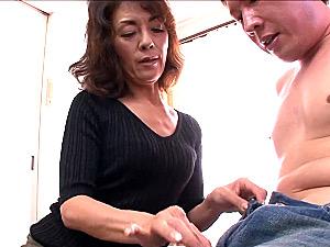 若い男とセックスが大好きなエロケバい五十路熟女の中出しファック!沢田みどり