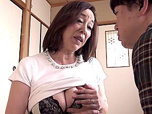 タレ爆乳の還暦熟女が汗だくで息子の童貞筆下ろし!青井マリ