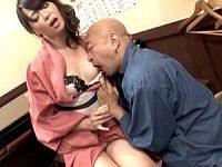 おでん屋で女将修行中の五十路美魔女が大将に調教され大絶叫!安野由美
