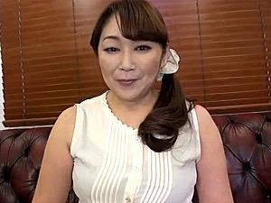 厚化粧の五十路熟女にセンズリ鑑賞で太もも射精!遠野麗子
