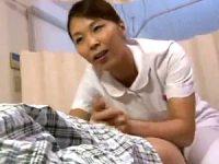 深夜の病室で若い男性患者を勃起させて痴女る熟女ナース!矢吹京子