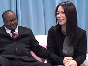細身のセレブ熟女がMM号で黒人初体験にヘロヘロ!井上綾子