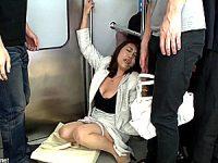 電車の中で若い男達にオモチャにされ中出し4P陵辱された五十路熟女!強烈な快感が忘れられず再び痴漢待ち!近藤郁美