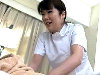 「本当にいいの〜おばさんだよ〜」出張マッサージの巨乳おばちゃんにセンズリを見せつけ生エッチ!仲田絵理