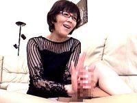 ドスケベなメガネ叔母に強烈なバキュームフェラでザーメンを搾り取られる年頃の甥っ子!円城ひとみ
