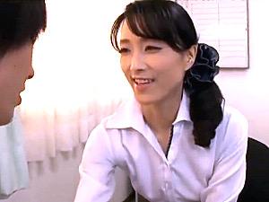清楚な熟女教師が男子生徒の若い体に溺れ理性を失い学校内でやりまくり!石原京香