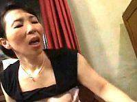 パイパン母が年頃の息子に押し倒され泣かされまくる!