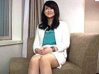 仕事一筋の独身キャリア熟女がプライド捨ててAV出演!浅井舞香