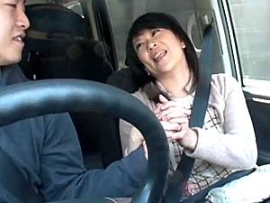 息子に恋した母親が車の中でフェラ抜きザーメンごっくん!青木美里
