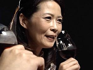 日増しに高まる性欲を抑えきれずオナニー三昧の美人妻!井川香澄