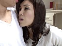 浮気した夫に仕返しするマン毛ボーボーの美人妻が隣人の青年と中出しやりまくり!今宮慶子2