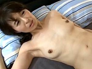 息子の同級生と浮気する母親が細身の体を逞しいチンポで突かれ絶叫!北川礼子