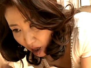 世間知らずの熟女マダムが口内発射でザーメン搾り取るフェラ抜き!
