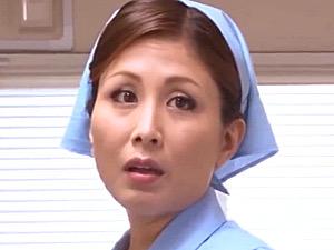 パイパンお掃除おばさんが元教え子に迫られトイレで顔射エッチ!桐岡さつき