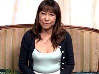五十路エロおばさんは19歳の年下彼氏と同棲中!岡田久美子