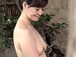 小顔でうなじの綺麗な五十路義母が温泉旅行で娘婿をフェラ抜き!笹川蓉子
