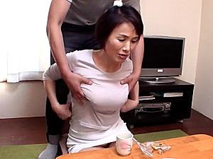 娘の出産入院中に娘婿と中出しセックスを楽しむ還暦義母!内原美智子