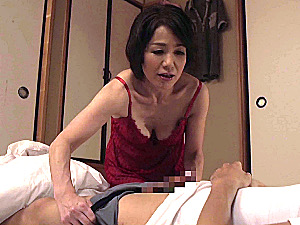 息子の彼女に嫉妬した還暦母が息子を夜這いしてフェラ抜き!内原美智子