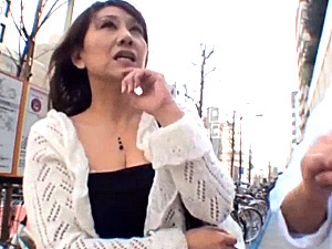 エロケバいセレブ熟女がナンパされ連続中出し3Pに泣きまくり!近藤郁美