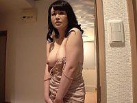 娘の入院中に娘の旦那とデキてしまったムチムチ義母!浅井舞香