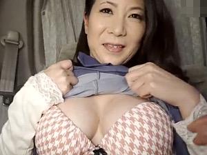色白ピンク乳首のセレブ熟女が若い男にナンパされ電マイキ!大石忍