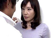 息子の同級生に高速ピストンされ大絶叫で夢中になる黒乳首の五十路美熟女!福田由貴