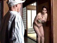 ビキニ姿のポッチャリ巨乳熟女がクリーニング屋に誘惑していると勘違いされ押し倒される!暮町ゆうこ